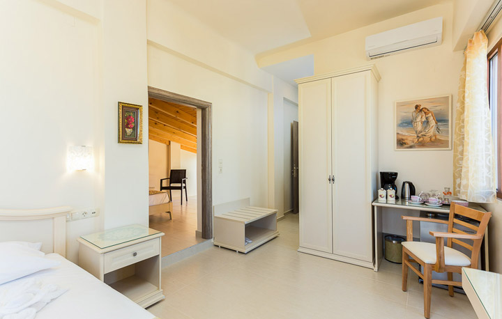 home-small-gallery3